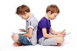 مضرات تبلت و گوشی موبایل برای کودکان
