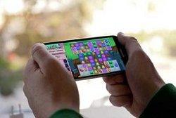 چرا نمیتوانیم از صفحه موبایل چشم برداریم؟